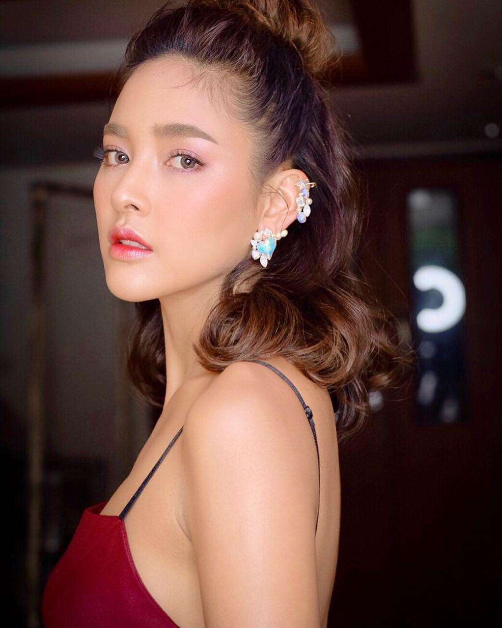 Top 8 mỹ nhân xinh đẹp và quyền lực hàng đầu của đài CH7 Thái Lan (16)