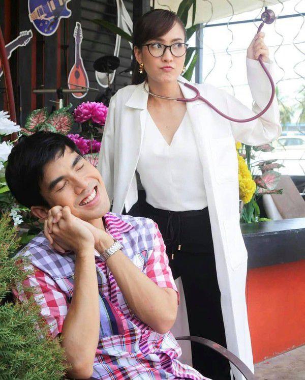 Yêu quá trời phim Thái Lan tập 1: Nụ hôn bất ngờ của cặp oan gia ngõ hẹp (3)