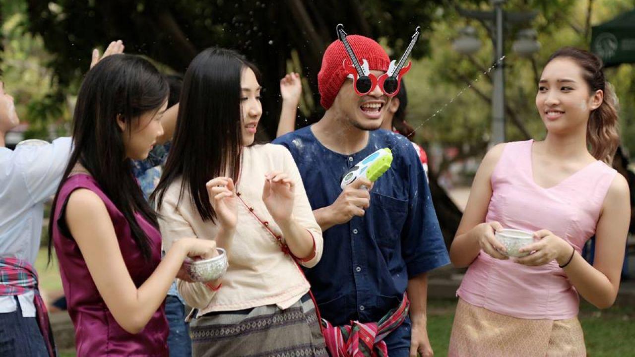 """Chàng ca sĩ nổi như cồn Namewee làm cameo trong phim """"Friend Zone"""" (5)"""