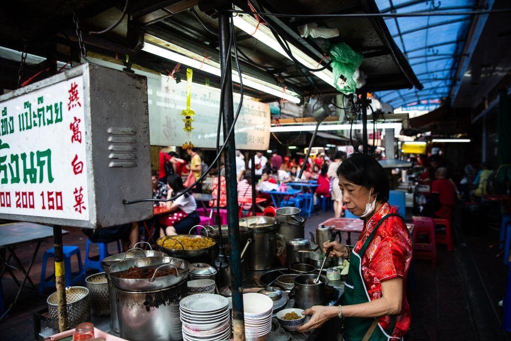 """Đi du lịch Thái nên ăn gì? Cùng Bà Chúa Vỉa Hè """"chén sạch Thái Lan"""" thôi nào! (1)"""