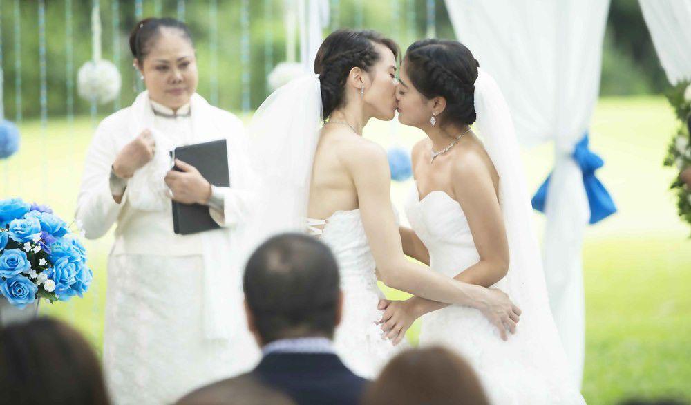 5 nàng gái thẳng xinh đẹp gây bất ngờ khi diễn vai đồng tính, chuyển giới (16)