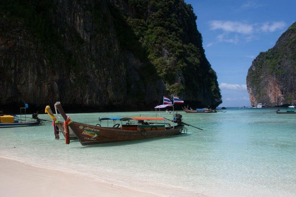 Khám phá đảo Koh Phi Phi (Thái Lan) & trải nghiệm tour bơi cùng cá mập (3)