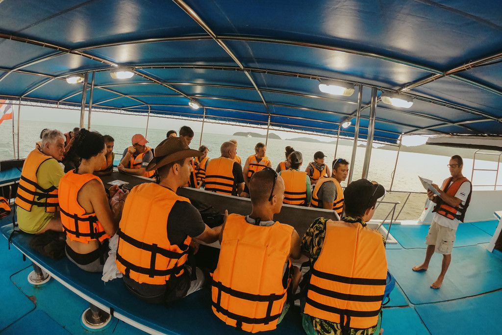 Khám phá đảo Koh Phi Phi (Thái Lan) & trải nghiệm tour bơi cùng cá mập (5)
