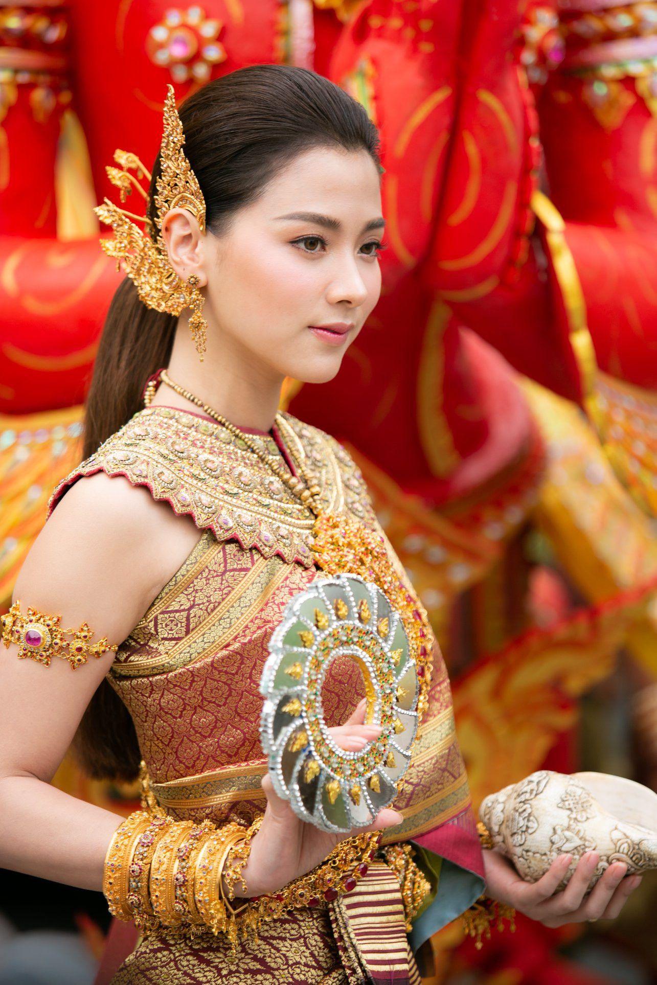 Ngắm nhăn sắc đỉnh cao của dàn mỹ nhân Tbiz khi hóa nữ thần tại Songkran 2019 (1)