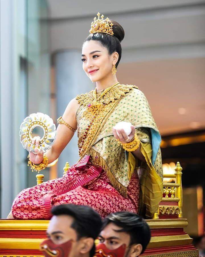 Ngắm nhăn sắc đỉnh cao của dàn mỹ nhân Tbiz khi hóa nữ thần tại Songkran 2019 (21)