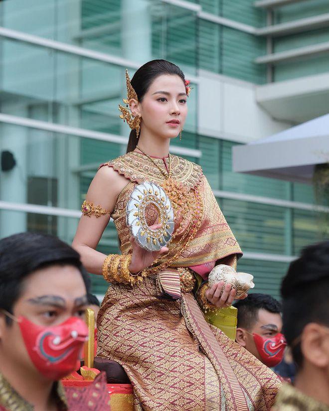 Ngắm nhăn sắc đỉnh cao của dàn mỹ nhân Tbiz khi hóa nữ thần tại Songkran 2019 (4)