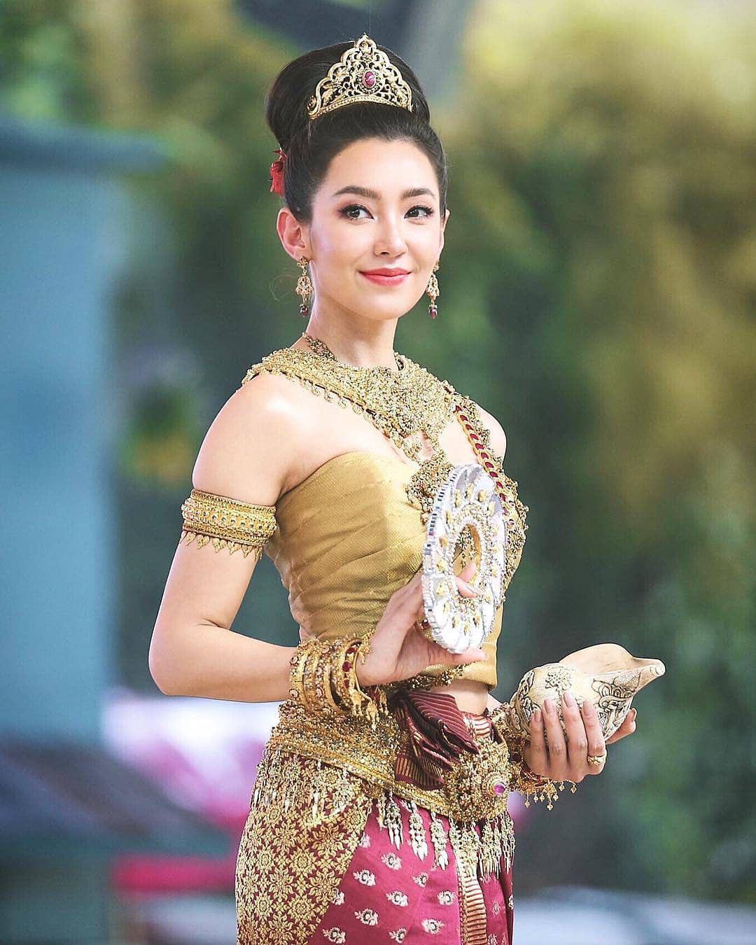 Ngắm nhăn sắc đỉnh cao của dàn mỹ nhân Tbiz khi hóa nữ thần tại Songkran 2019 (7)