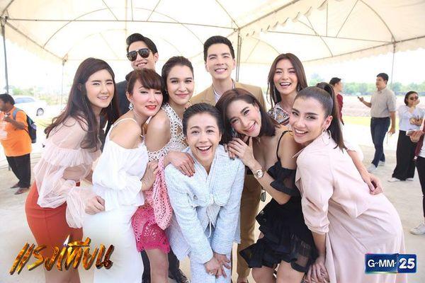 Nữ diễn viên Yard Yardthip tái hợp chị đẹp Ploy Chermarn trong Raeng Tian (13)