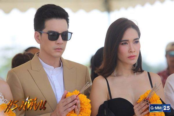 Nữ diễn viên Yard Yardthip tái hợp chị đẹp Ploy Chermarn trong Raeng Tian (14)