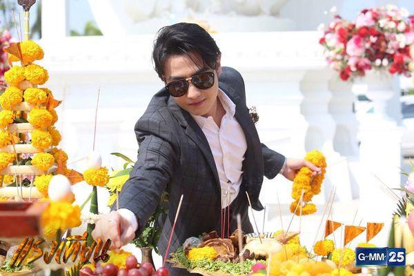 Nữ diễn viên Yard Yardthip tái hợp chị đẹp Ploy Chermarn trong Raeng Tian (16)