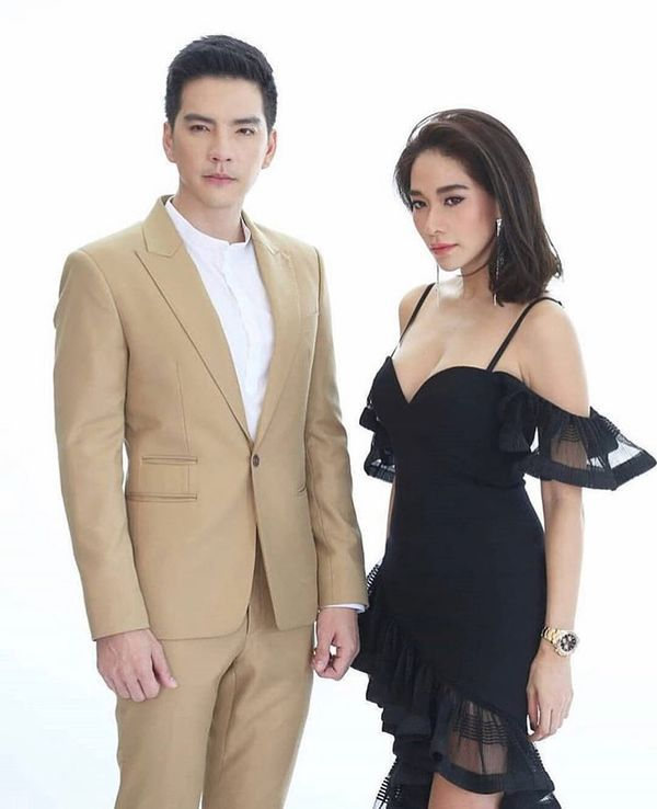 Nữ diễn viên Yard Yardthip tái hợp chị đẹp Ploy Chermarn trong Raeng Tian (2)