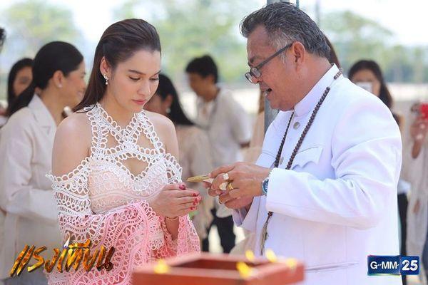 Nữ diễn viên Yard Yardthip tái hợp chị đẹp Ploy Chermarn trong Raeng Tian (3)