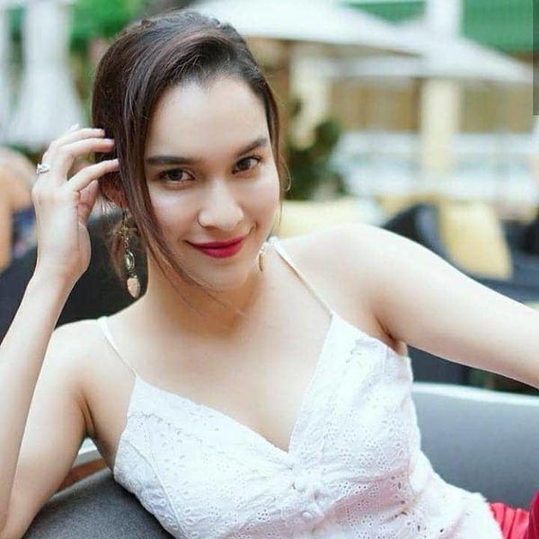 Nữ diễn viên Yard Yardthip tái hợp chị đẹp Ploy Chermarn trong Raeng Tian (5)