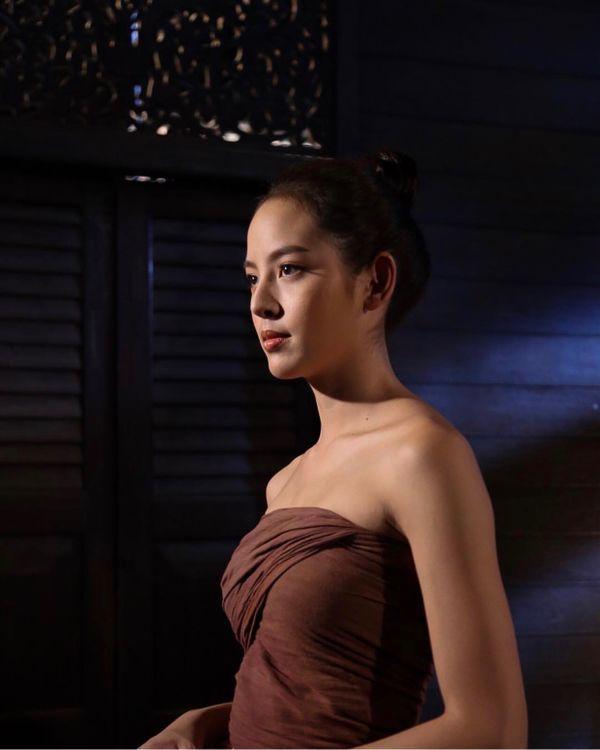 Lửa giấu nến: Phim cổ trang xuyên không Thái về chuyện tình tay ba (2)