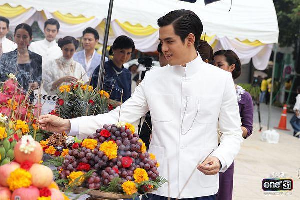 Liệu Ruk Laek Pop sẽ là chuyện tình tay ba của trai đẹp Film Thanapat? (13)