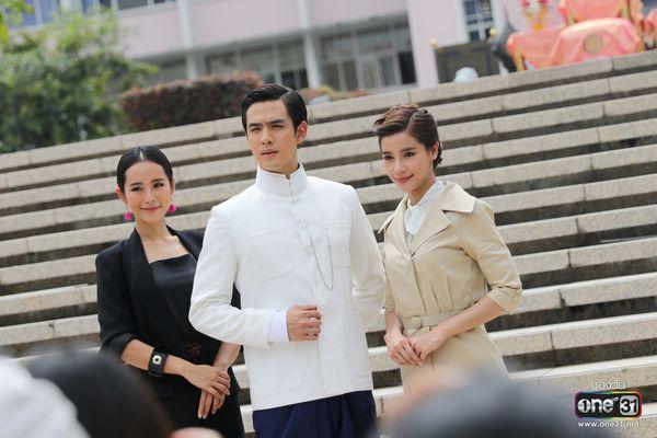 Liệu Ruk Laek Pop sẽ là chuyện tình tay ba của trai đẹp Film Thanapat? (14)