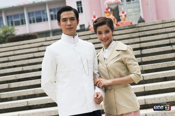 Liệu Ruk Laek Pop sẽ là chuyện tình tay ba của trai đẹp Film Thanapat? (9)