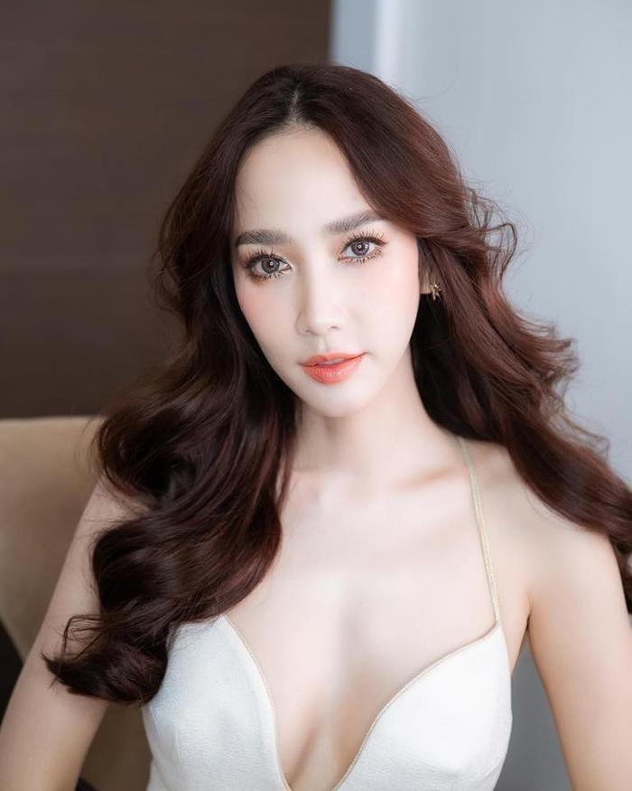 Chiêu bài mới của phim Thái: Đàn chị gạo cội đóng cặp với nam diễn viên đàn em (7)