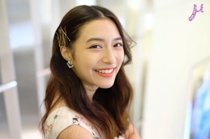 Mew Nittha sánh đôi cùng James Ma trong phim Kaew Tah Tee Sarm (4)
