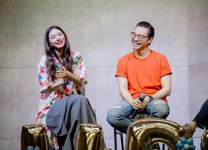 Mew Nittha sánh đôi cùng James Ma trong phim Kaew Tah Tee Sarm (8)