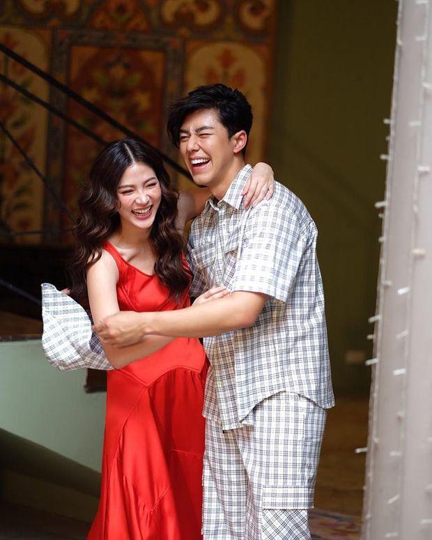 """Baifern Pimchanok và những """"người yêu"""" phi công trên màn ảnh (3)"""
