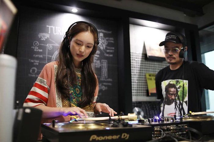 """Chia sẻ của Pon Nawasch và Bua Nalinthip về phim mới """"Minh châu rực rỡ"""" (12)"""