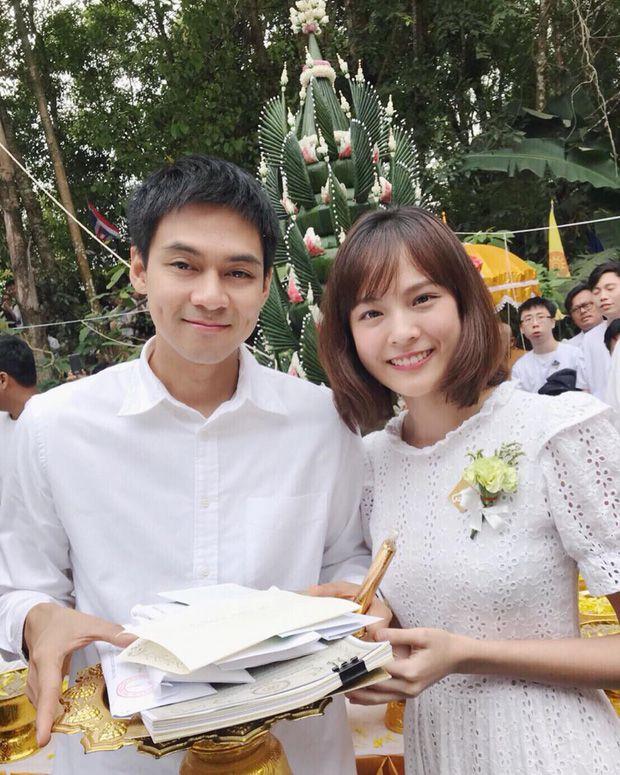 5 cặp đôi nổi tiếng nhất nhì showbiz Thái yêu mãi không chịu cưới (17)
