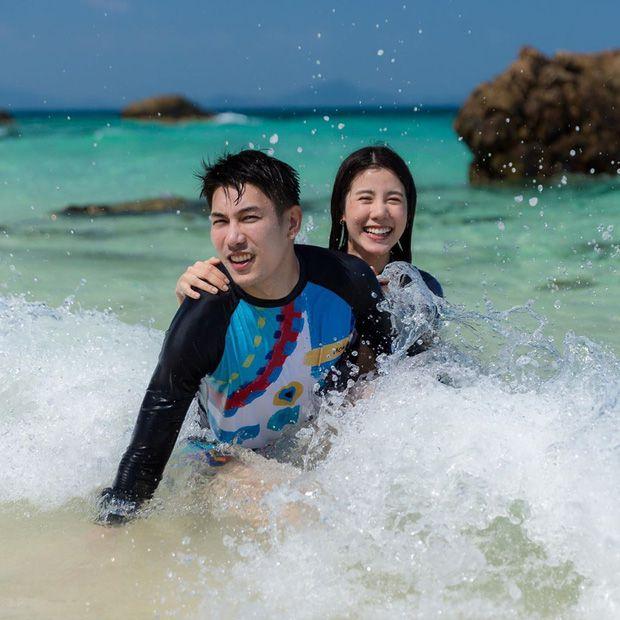 5 cặp đôi nổi tiếng nhất nhì showbiz Thái yêu mãi không chịu cưới (24)