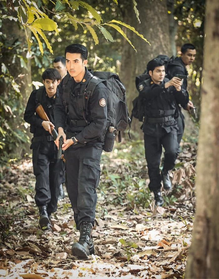 Tawan Arb Dao, Prom Pissawat và Roi Pah: Mọt cày bộ nào tháng 3 này? (9)