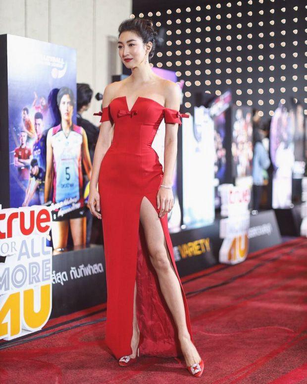 Top 6 sao nữ tài sắc vẹn toàn nhất showbiz Thái Lan (7)
